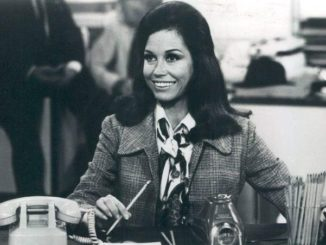Mary Tyler Moore dead at age 80.