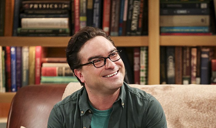 Johnny Galecki's house burns down.
